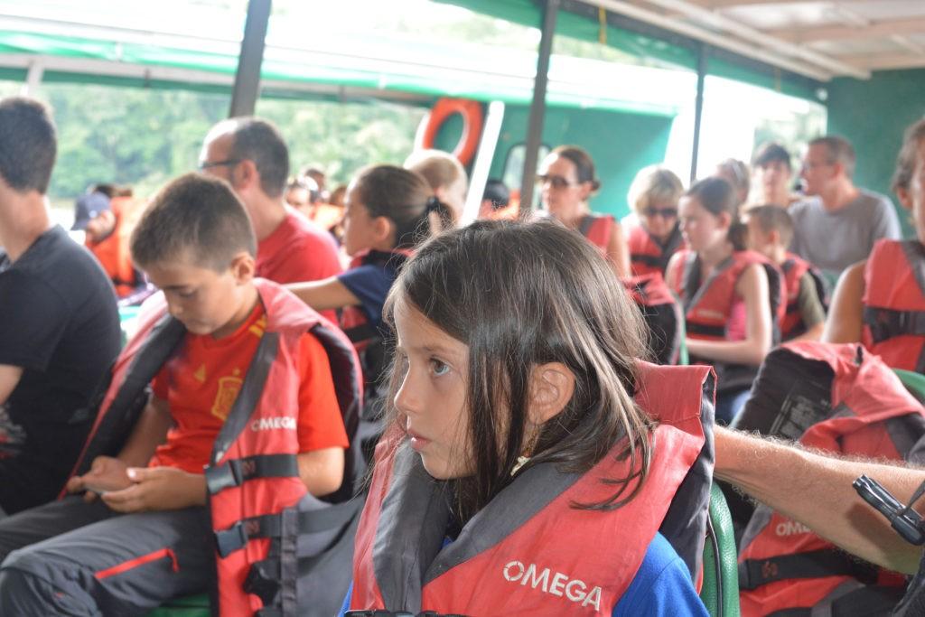 Enfant sur le bateau à Tortuguero