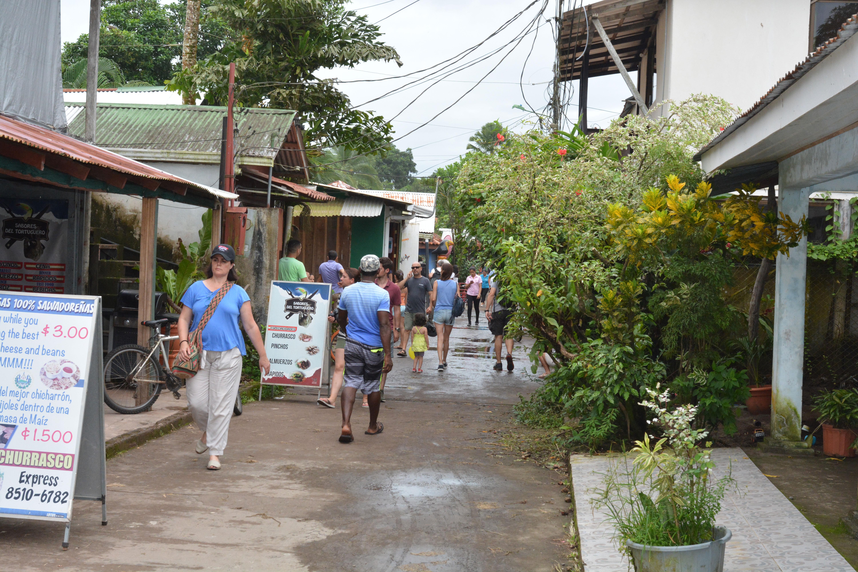 la rue principale de Tortuguero