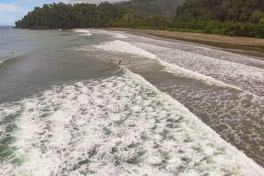 vagues et surf costa rica