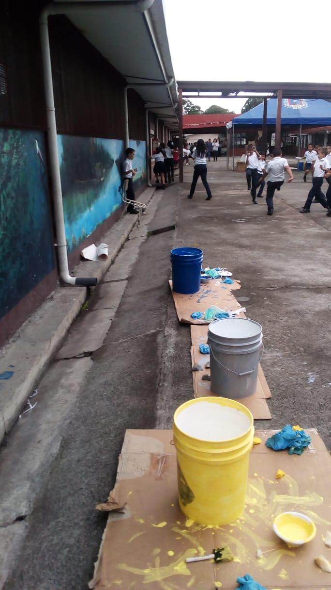 pots de peinture pour projet école